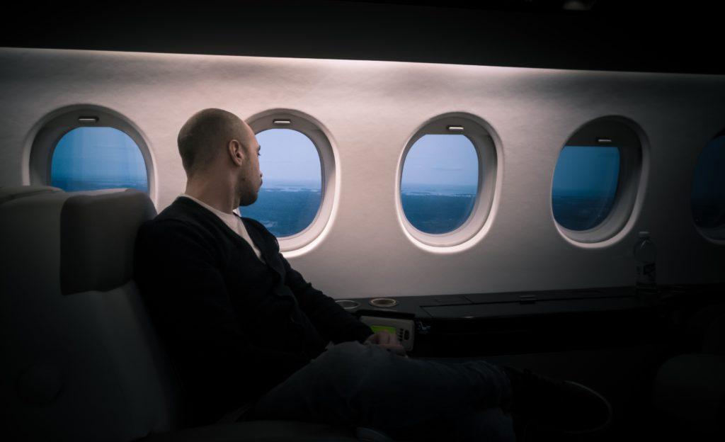 飛行機に乗るときはビジネスorファーストクラス