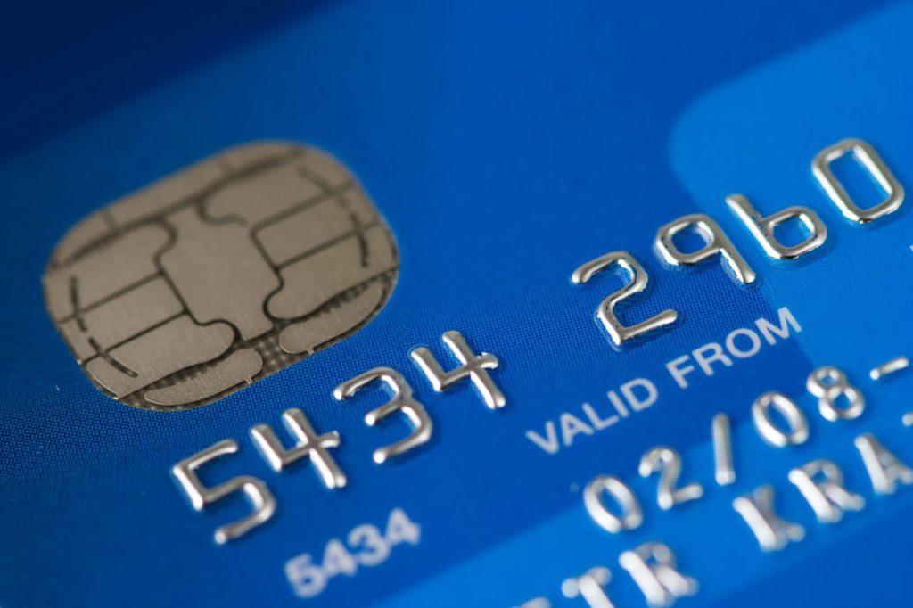 海外積立の支払い、どっちがおすすめ?
