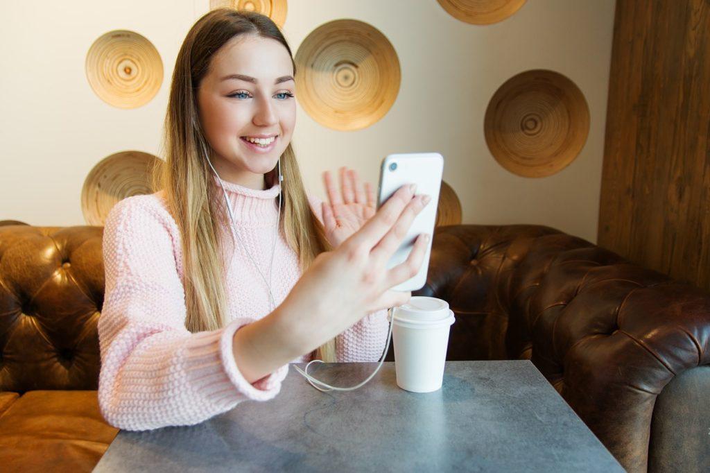独自通話アプリで快適!人気おすすめオンライン英会話6選