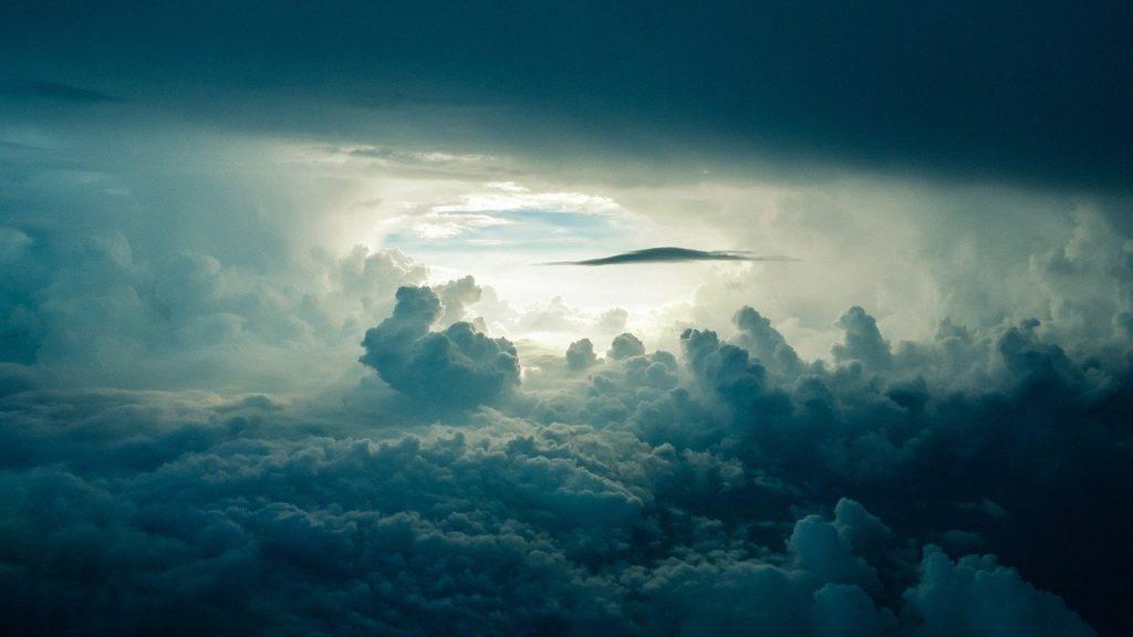 この画像には alt 属性が指定されておらず、ファイル名は sky-690293_1280-1024x576.jpg です
